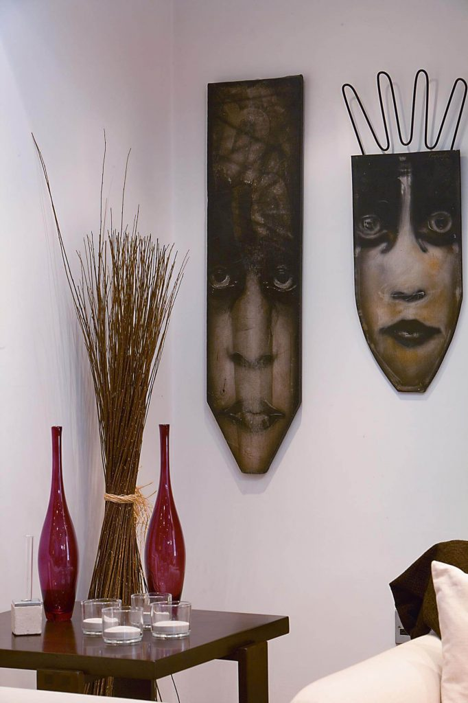Decorating wall with portraits, and various earth materials in the room.